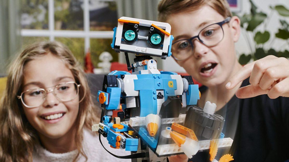 Октябрьская профильная смена «Мой первый робот»